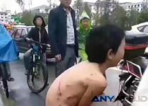 Aksi Kejam Ayah dalam Menghukum Anaknya